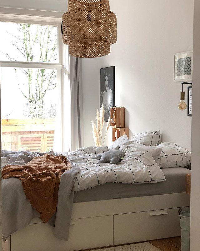 Helles Gemutliches Schlafzimmer Mit Ikea Lampe Selbstgemachtem