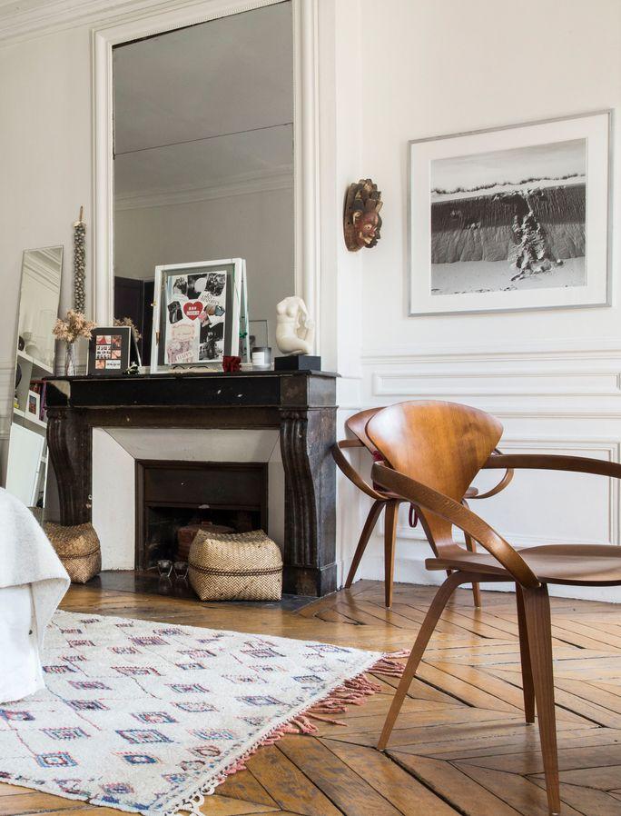 Visite d\u0027un appartement typiquement parisien Salons, Living rooms