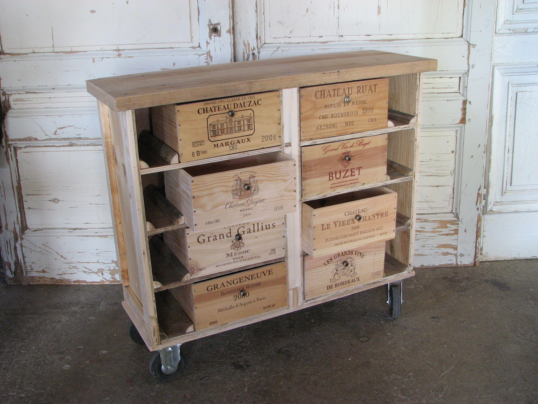 ce bahut est r alis avec des caisses vin en pin de r cup ration pos sur quatre roulettes. Black Bedroom Furniture Sets. Home Design Ideas