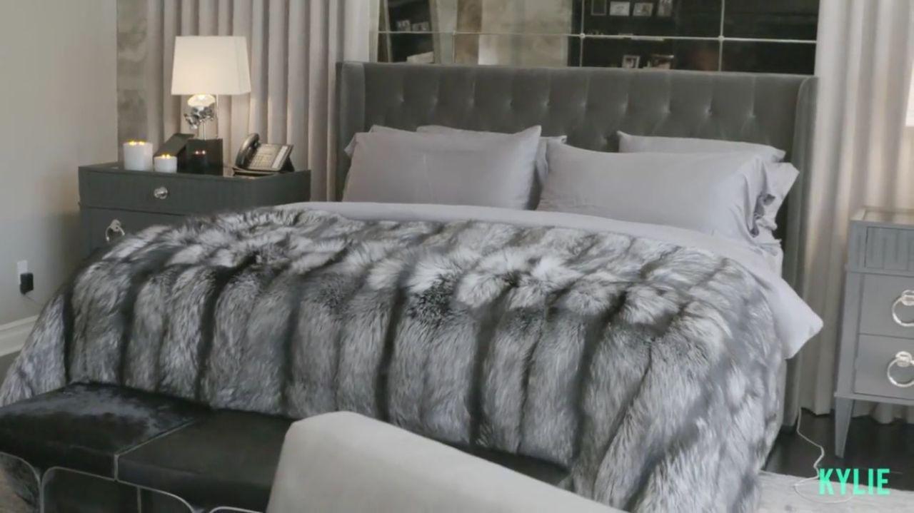 Kylie Jenner Shows Off Her Glam Room Kylie Jenner Bedroom