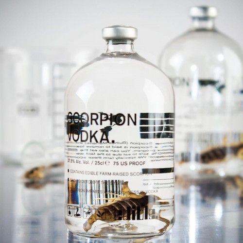 Krabbeltier trifft auf Hochprozentiges - garantiert Trinkvergnügen der besonderen Art! Der Skorpion Wodka bereichert Ihre Party und sorgt für Gesprächsstoff. Auch als Geschenk für Freunde oder zur Einladung sehr gut geeignet. Der Wodka mit echtem Skorpion.