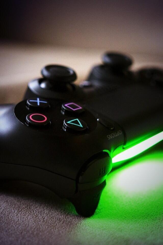PS4 controller green light   Ps4 controller   Ps4 controller, All
