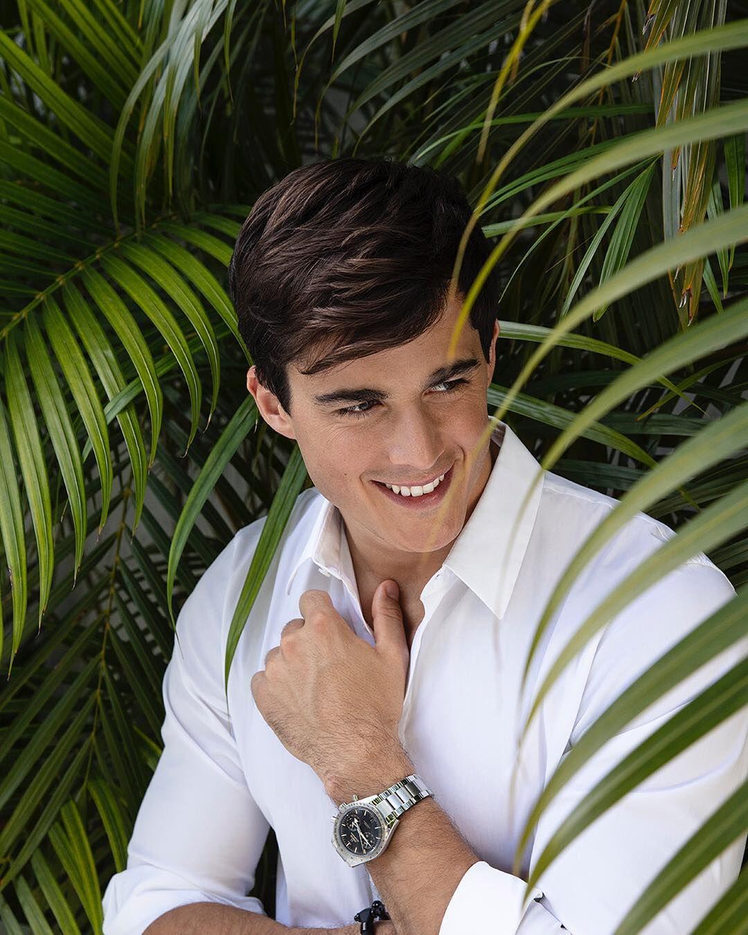 Omega Vis Ta Vie Comme Un Reve Millionnaire Lifestyle Entrepreneur Montres Montre De Luxes Clique Sur Le Lien Male Portrait Photoshoot Poses Male Models