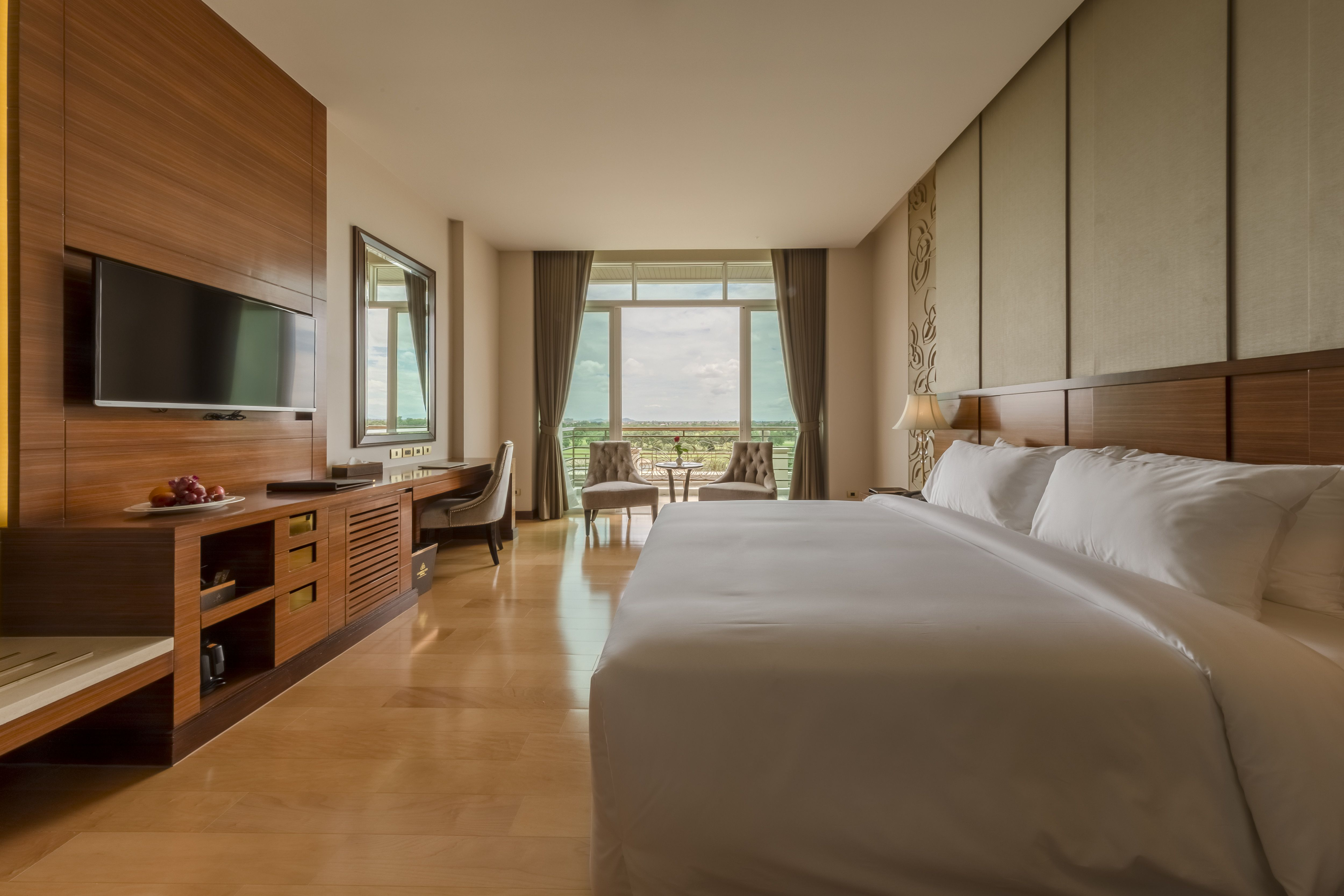 45 Square Meters Deluxe Room Strokes In A Modern Style Of Wood Marble And A Glass Window With A See Through Bath Room From Garden City Garden City Hotel Room