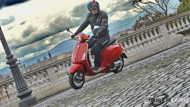 Vespa Sprint 125: il nostro test per le strade di Roma