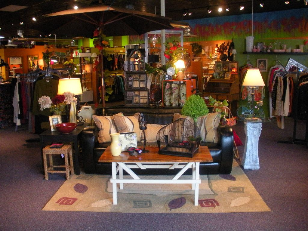 The Crazy Daisy, Cedar Rapids. Designer Clothes, Home Decor, And Random  Items.
