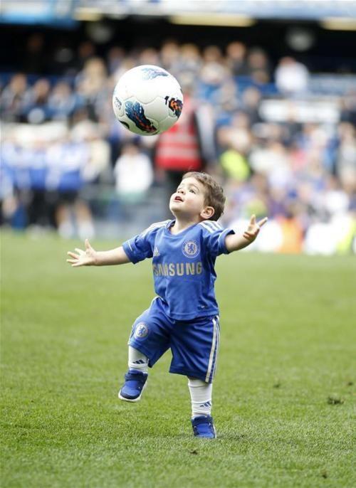 Fuckyeah Fernando Torres Kids Playing Football Play Soccer Soccer Boys