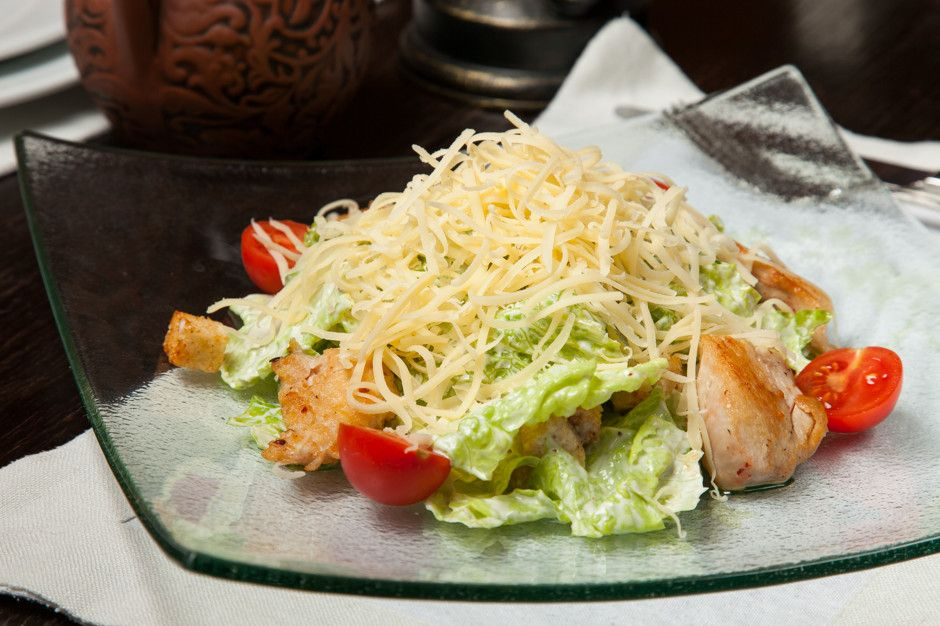 Салат Цезарь с курицей и сухариками - пошаговый рецепт с фото