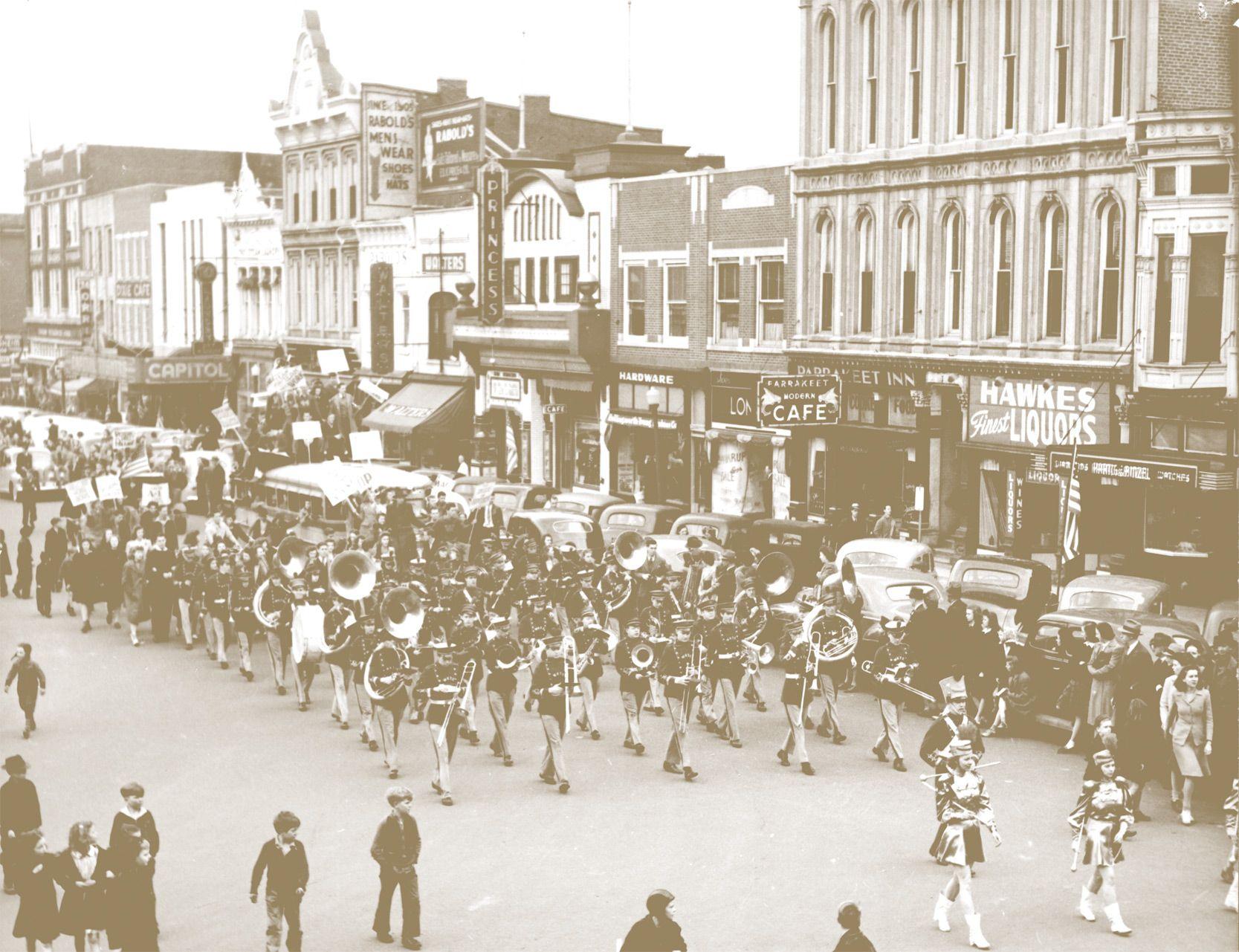 Homecoming Parade Through The Bg Downtown Square Wku Archives Homecoming Parade Homecoming Parades
