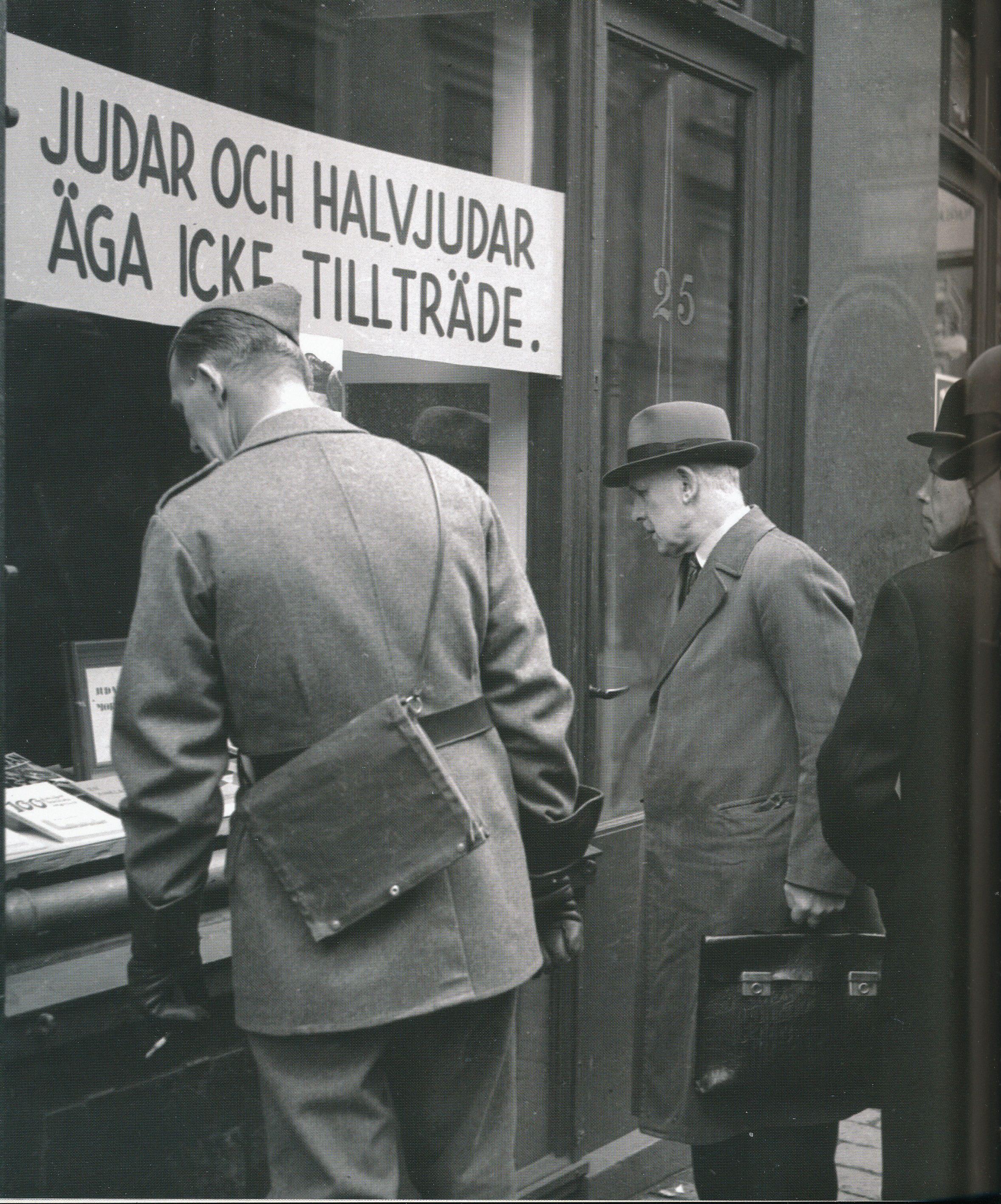 Bild från Beredskapsåren. Sverige i bilder 1939-1945 av Peter Modie. Historisk Media.