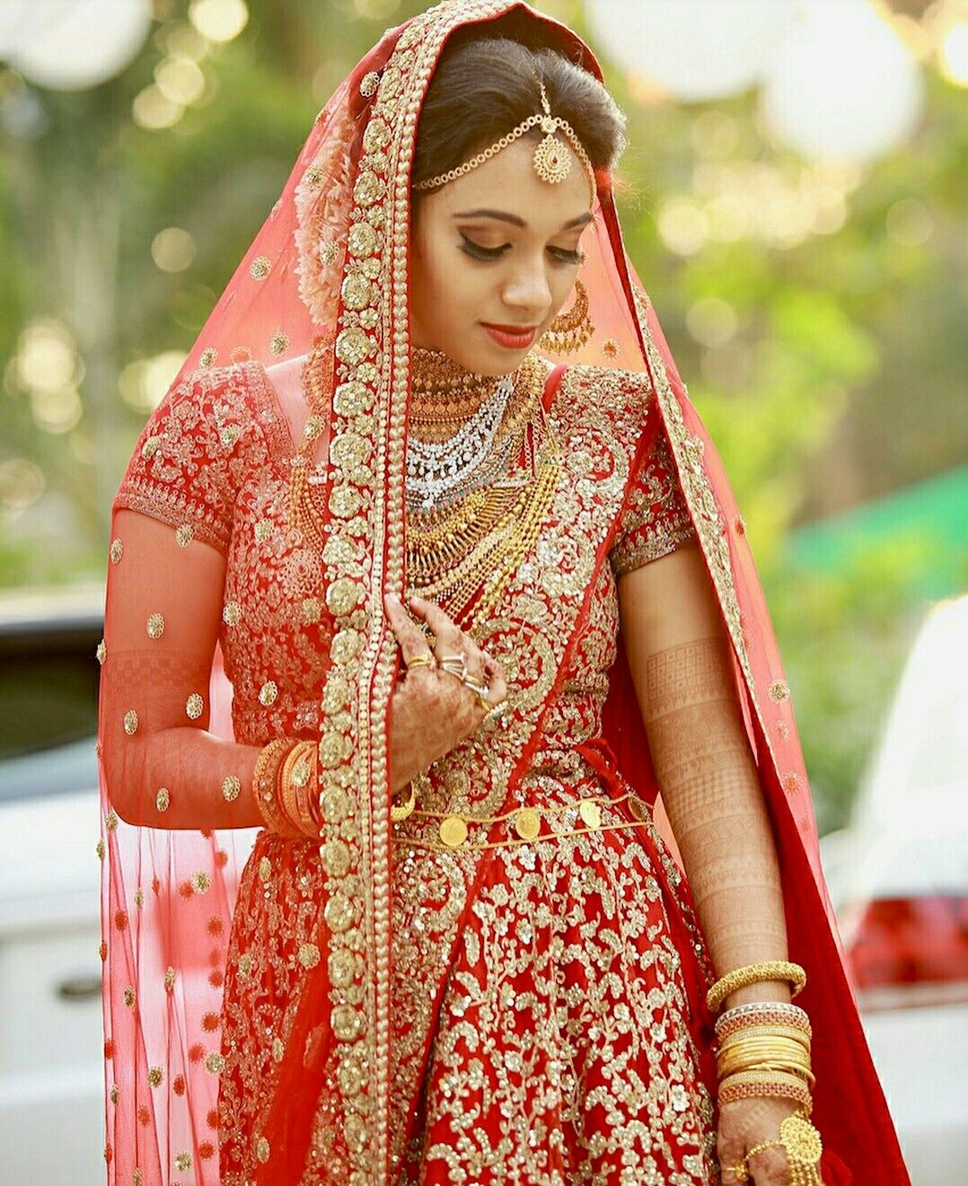 Kerala Bride Simple Hairstyle: Pin By Tarannum On Dulhan Dress (With Images)