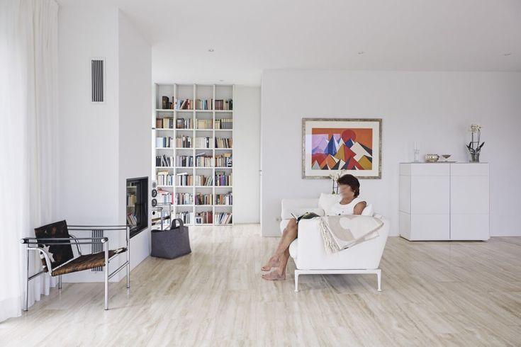 Modernes Wohnzimmer mit Kamin - Einrichtungsideen Interior Design