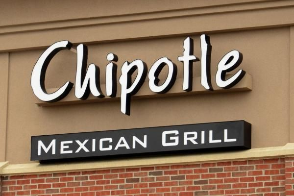 A sick employee caused a nororovisis illness that sickened 135 customers at a Chipotle in Virginia, the latest outbreak affecting the…