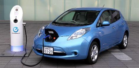"""Carro elétrico: o eterno veículo do futuro  - Nissan Leaf, produzido desde 2010, é o único carro elétrico economicamente viável. Ele é comercializado no Reino Unido, Portugal, Japão e Estados Unidos.  Fotos: Divulgação  Débora Nascimento  Do NE10  """"Hoje, não dirigimos carros elétricos porque não há uma indústria interessada neste tipo de automóvel. Ele surgiu antes que o carro com motor de combustão movido a gasolina, mas apesar de não emitir carbono, não se popularizou como o outro. Na…"""