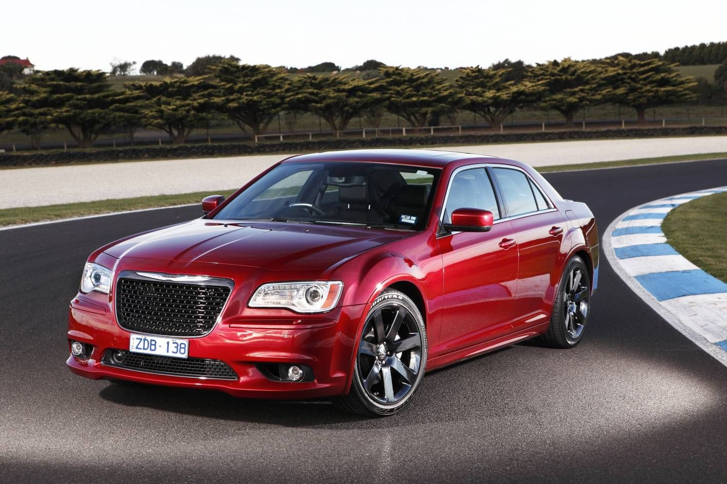 http://upload.wikimedia.org/wikipedia/commons/4/42/2013_Chrysler_300C_SRT8_First_Drive_%288165626487%29.jpg