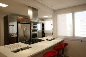 Cozinha americana com o cooktop no centro