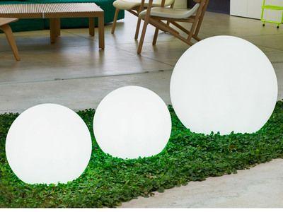 Boule lumineuse extérieure en polyéthylène blanc Buly | Marry me en ...