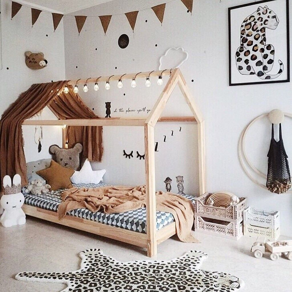 Une Chambre D Enfant Avec Un Lit Cabane 7 Idees Deco En 2020