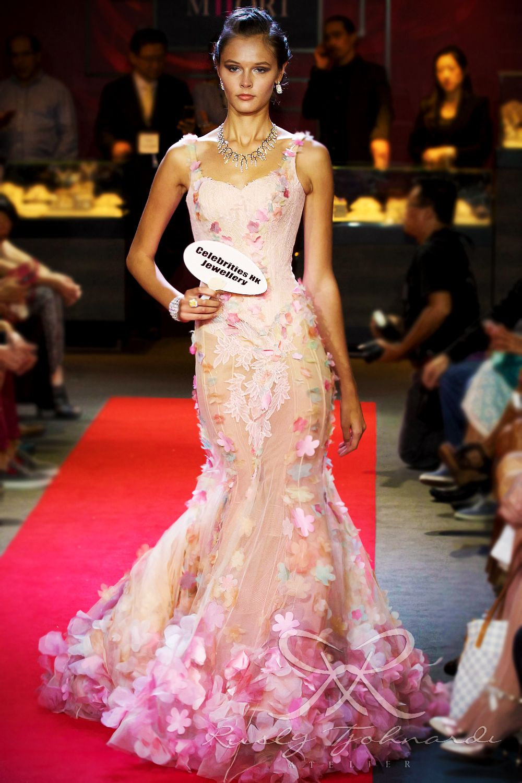 #lace #tulle #couture #fashion #hautecouture #fashionshow #promdress #cocktail #dress #redcarpet #glam #gala #glamour #glamorous #look #redcarpetlook #redcarpetfashion #ruslytjohnardi #ruslytjohnardiatelier #makeup #cledepeau #hairdo #actionhairsalon #fashionideas #outfit #fashioninspiration #fashiondesigner #fashiondesign #singapore #pink #cream #peach