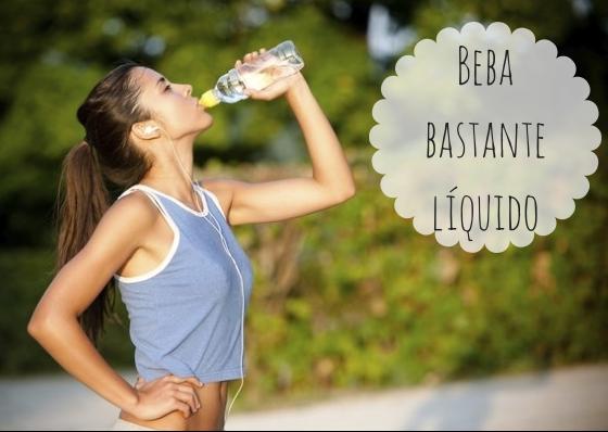 Tome pequenos goles de água durante a sua aula. Um bom estado nutricional associado a uma boa hidratação também otimizam os ganhos da prática.