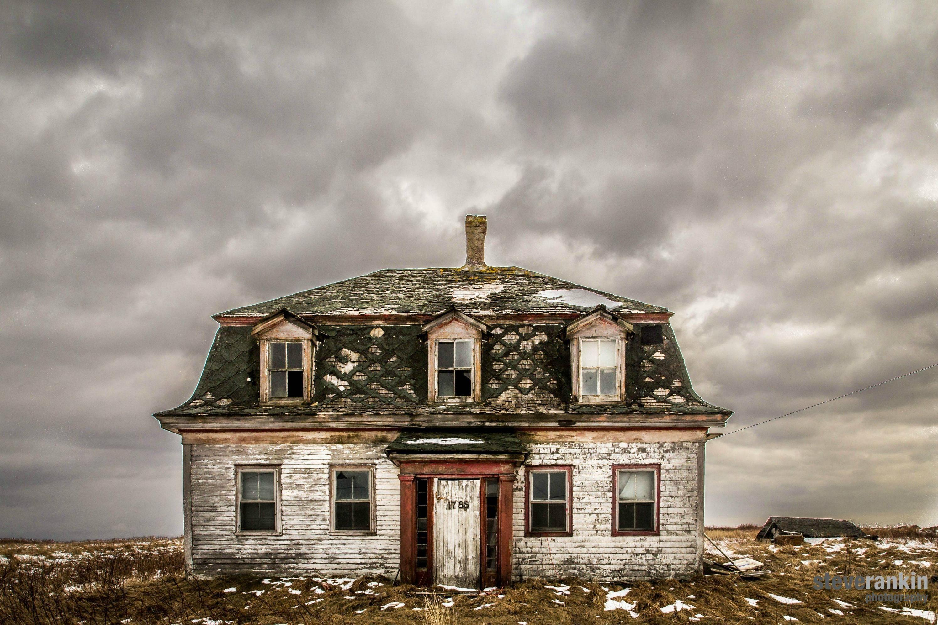 Hauntingly Beautiful Abandoned Home In Yarmouth Nova Scotia