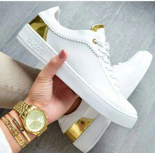 74f186cbd7 Tênis Branco com Dourado Super na moda