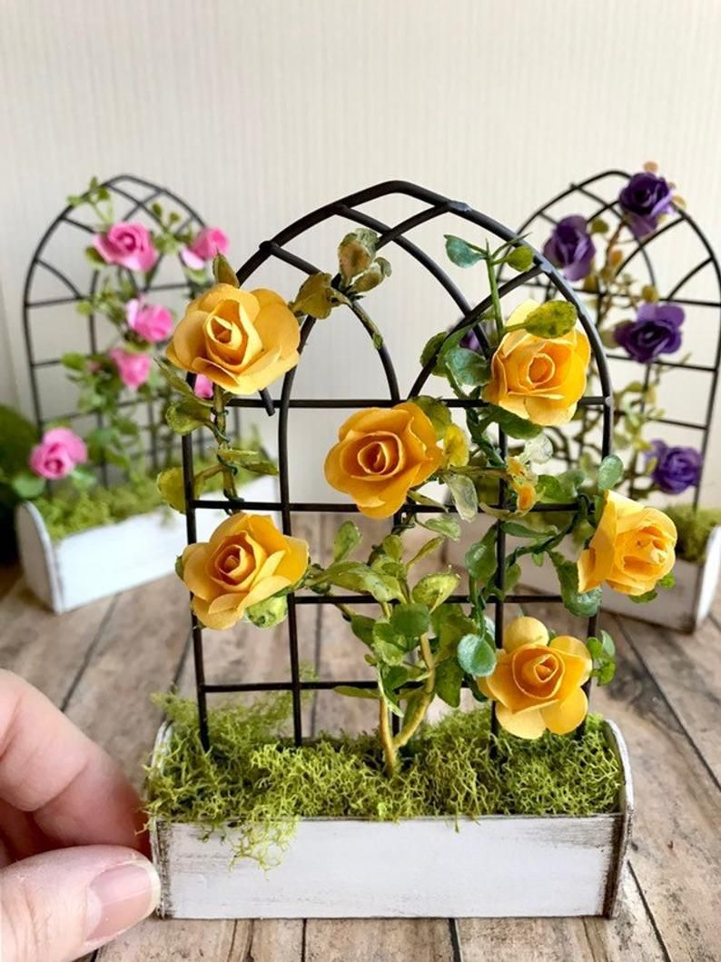 1:12 Rosed In A Hanging Basket Dollhouse Miniature Garden Flower Accessory