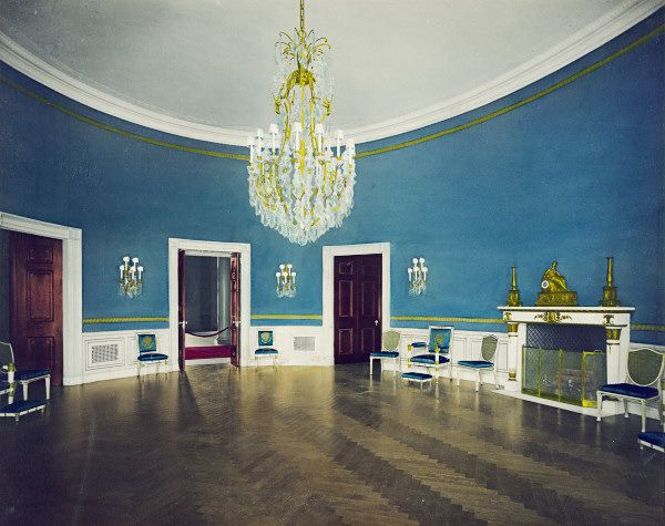 A much fancier blue room than I could ever afford but it's so good to dream :)
