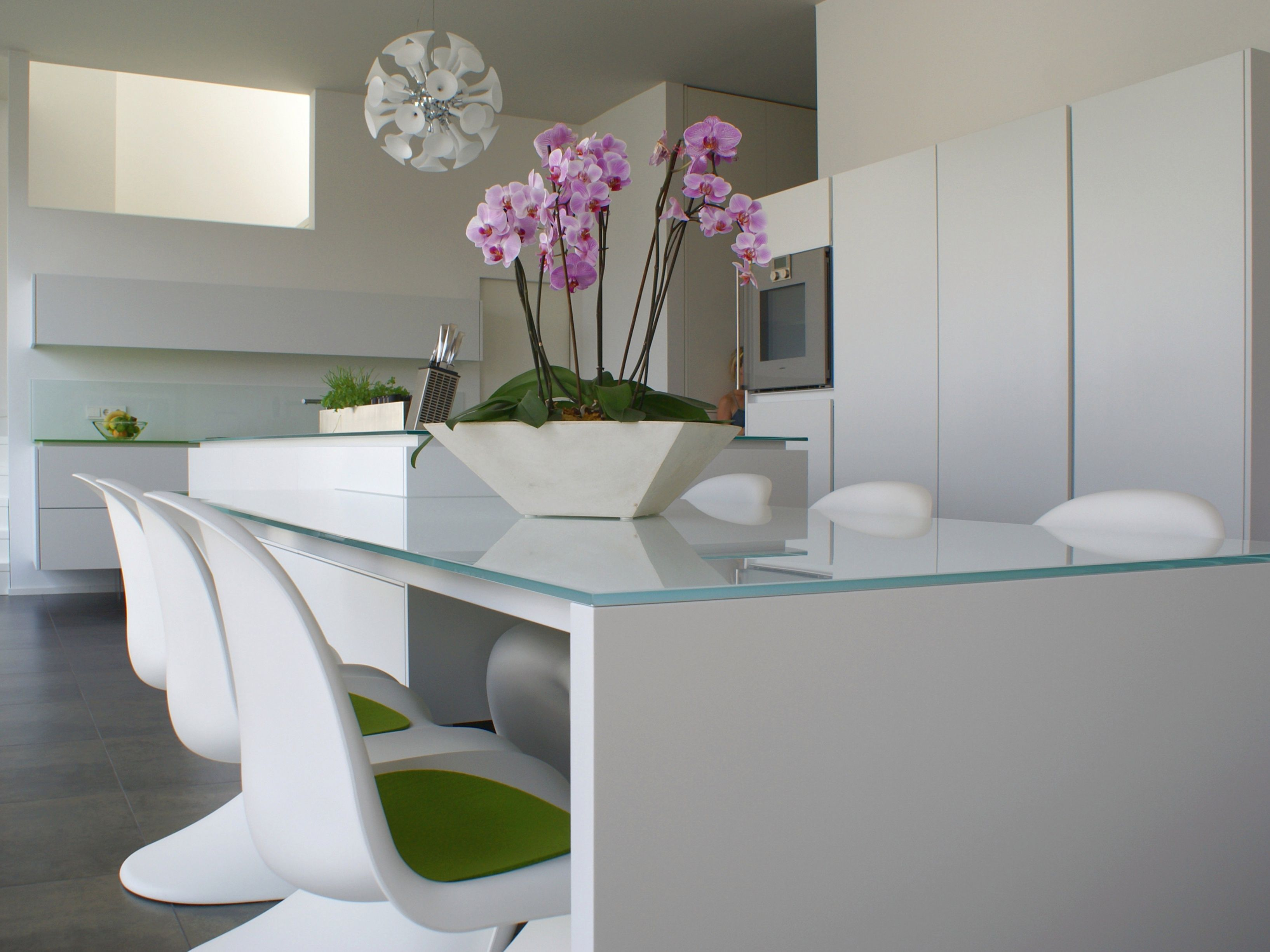 Wohnungsausbau, Einbauküche, Einbauschränke, weiß lackiert