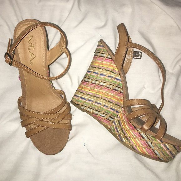 Mia wedge size 7 Mia Wedge Size 7!  NEW!  Multi-color!  So cute for summer!☀️ MIA Shoes