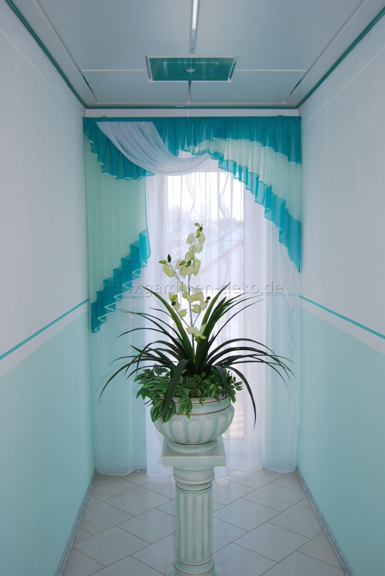 klassisch gehaltener vorhang mit schals in feinem t rkis. Black Bedroom Furniture Sets. Home Design Ideas