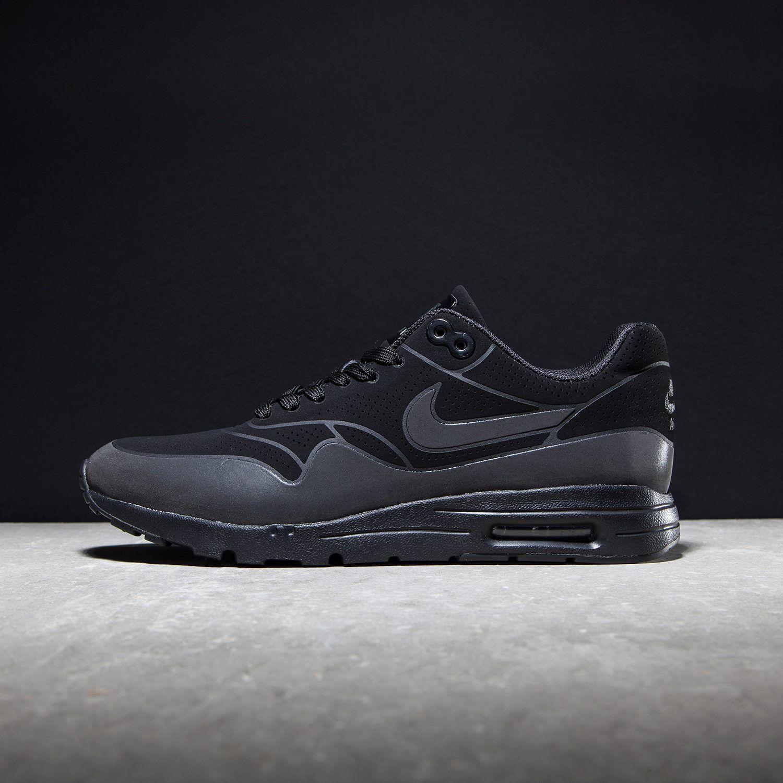 Der ultrabequeme Nike Air Max 1 Ultra Moire ganz in Schwarz