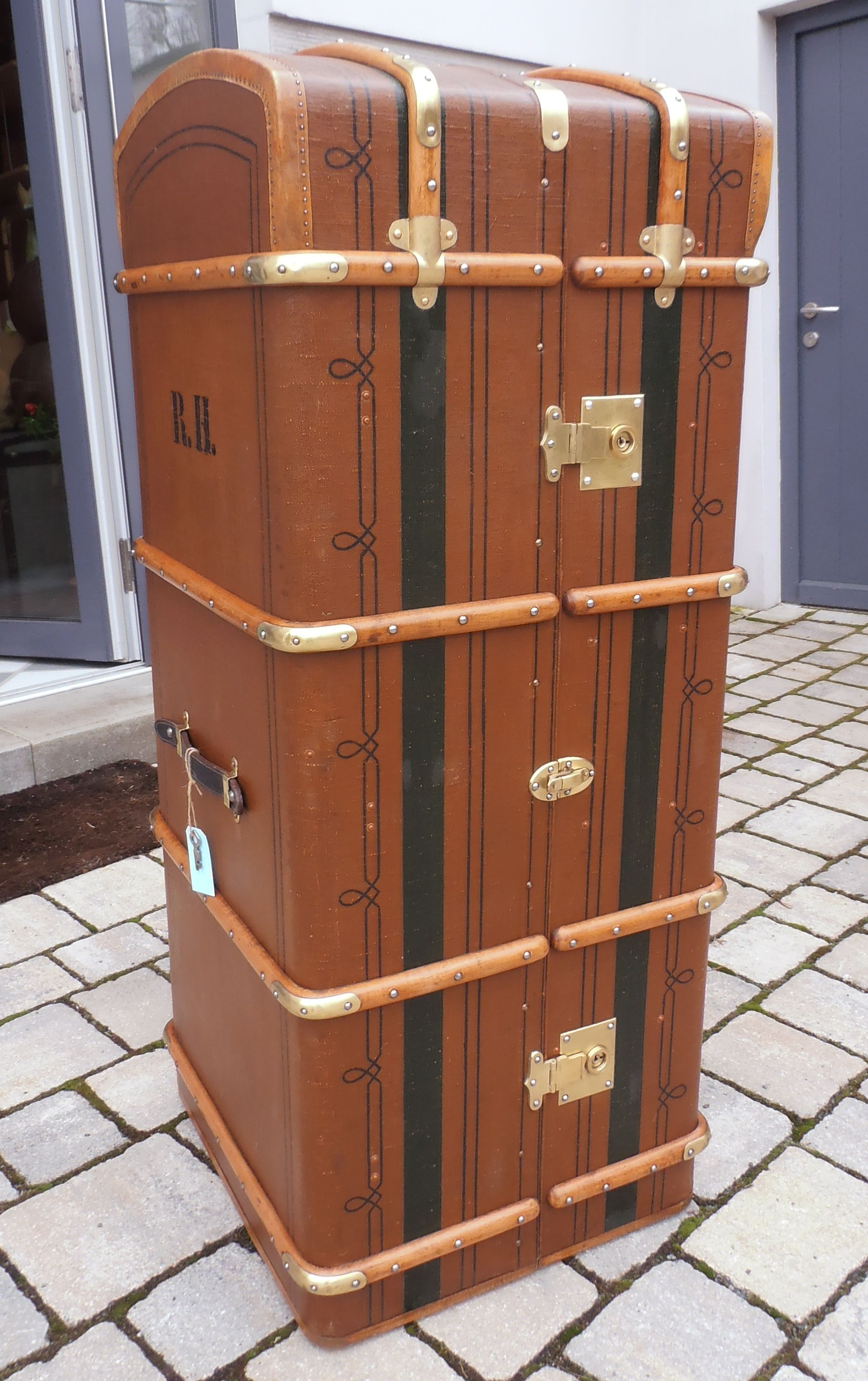 Old Wardrobe Trunk Restored By Www Zeitreise Bamberg De Campaign Furniture Steamer Trunk Antique Trunk