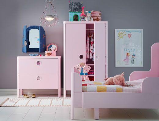 Trend Ein Kinderzimmer u a mit BUSUNGE Kommode mit Schubladen und BUSUNGE Kleiderschrank in Hellrosa