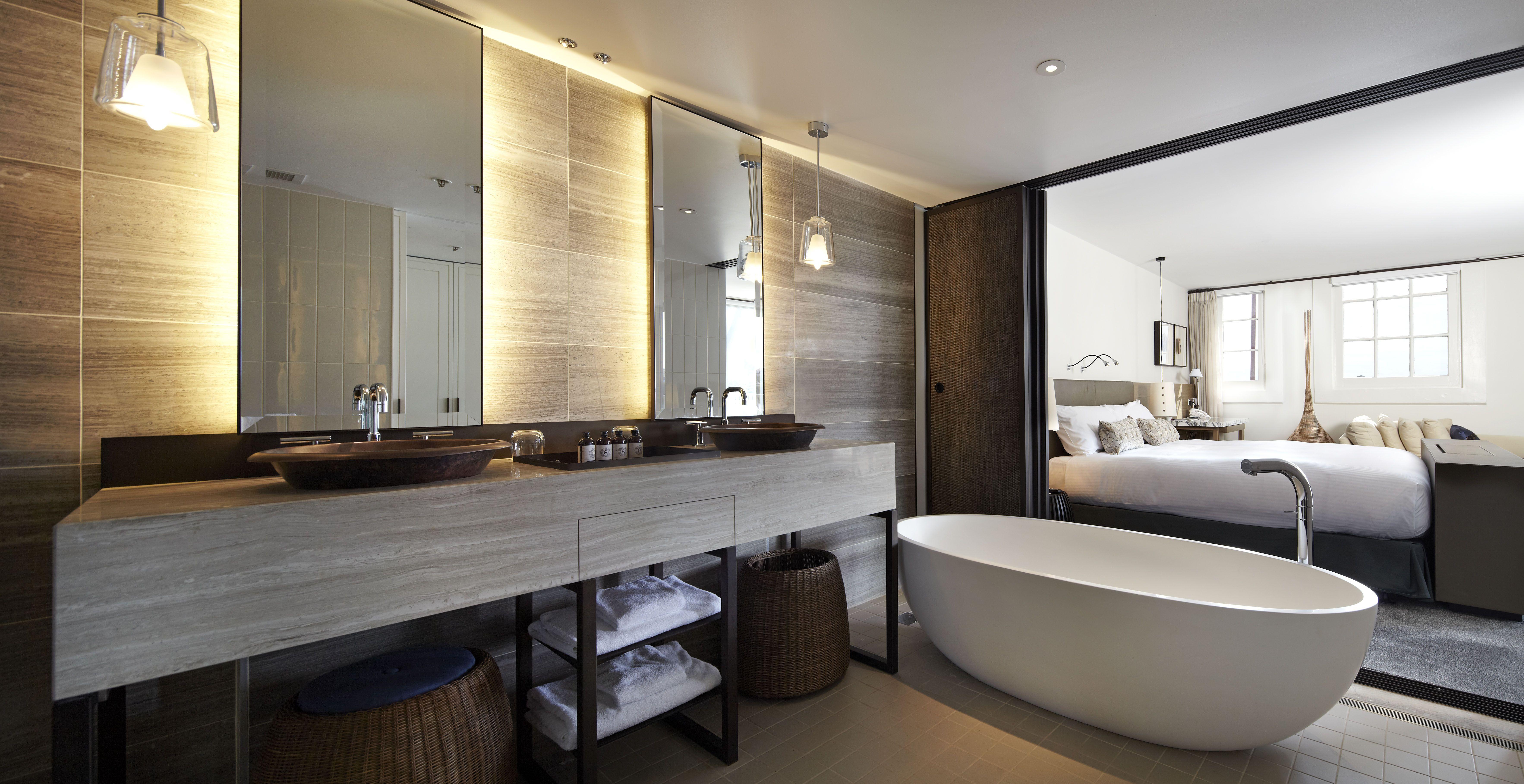 Hier zouden we graag onze tanden poetsen en in bad gaan! #luxe