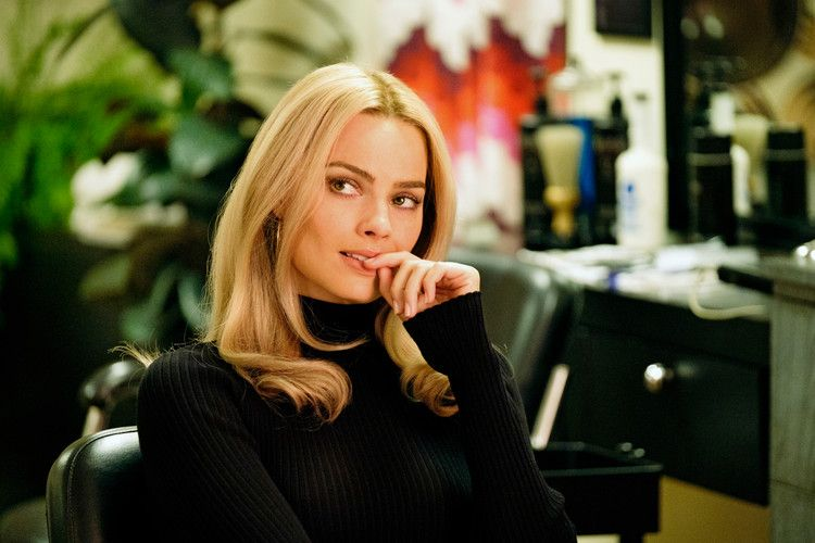 Margot Robbie Wore Sharon Tate S Jewelry To Play The Late Starlet