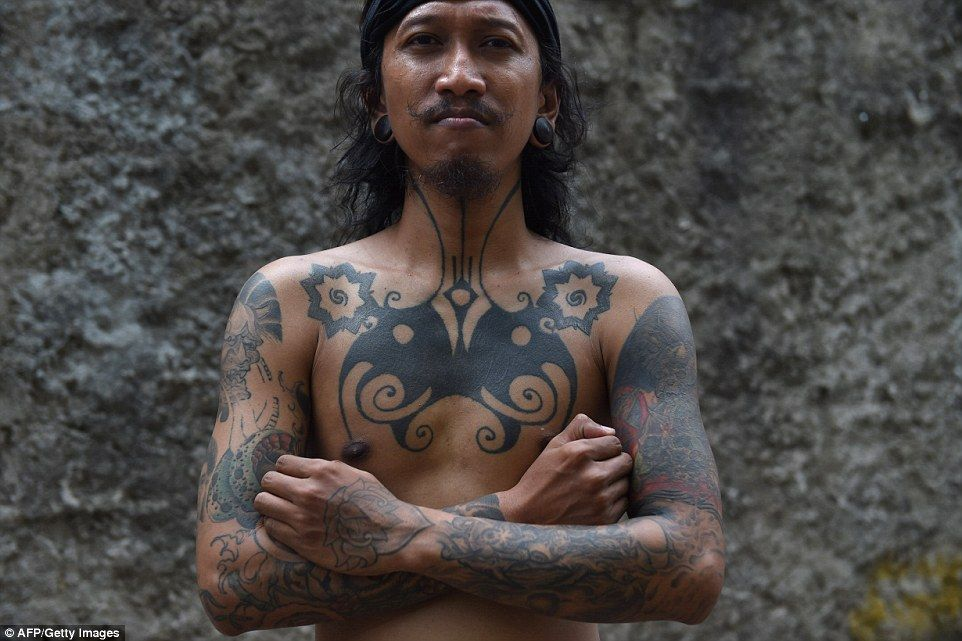 Indonesian Tattoo Artists Revive Ancient Traditions Ancient Tattoo Tattoo Artists Indonesian