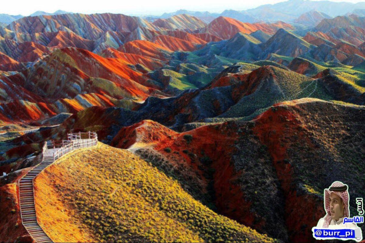هذا الجمال في الدقة والترتيب ليس لوحة فنية بل جبال دانكسيا الملونة في الصين من صنع الله الذي أتقن كل شيء In 2021 Danxia Landform Zhangye Danxia Landform Zhangye