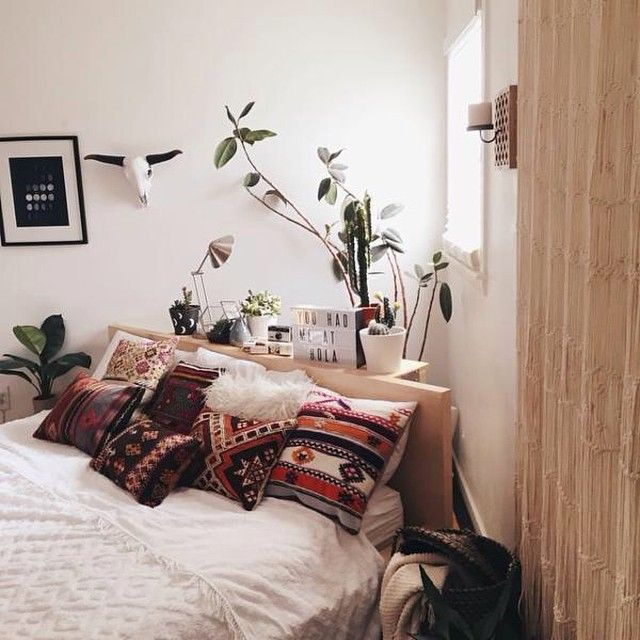 That's a next-level pillow situation you've got there, @kristanmiranda. #UOaroundYou #UOHome #urbanoutfitters