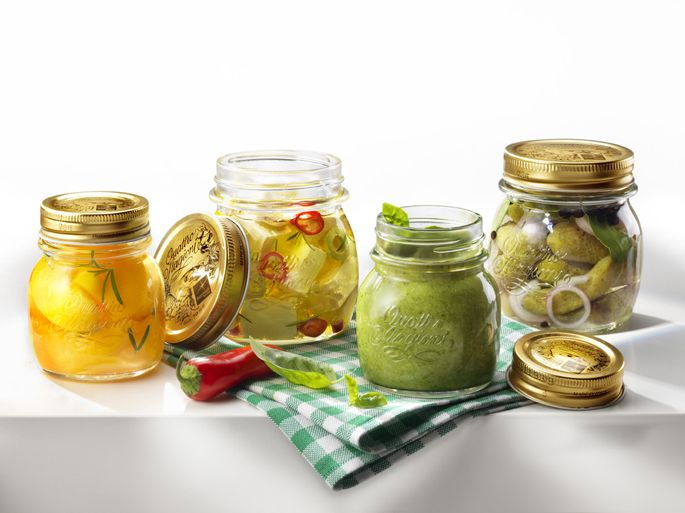 L'estate è uno dei periodi in cui è più facile trovare verdure fresche e saporite, ecco perché molte casalinghe in questo periodo fanno scorta..