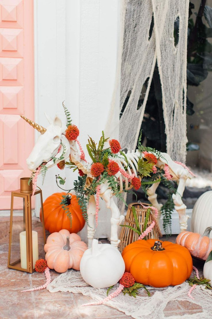 Halloween Door Decor: 3 Not-So-Spooky Front Door Decor Ideas #halloweendoordecor