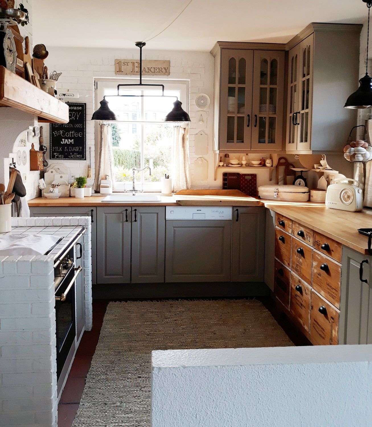 Pin By Stephanie Flynn On Kitchens Pantries In 2020 Kitchen Kitchen Pantry Kitchen Cabinets