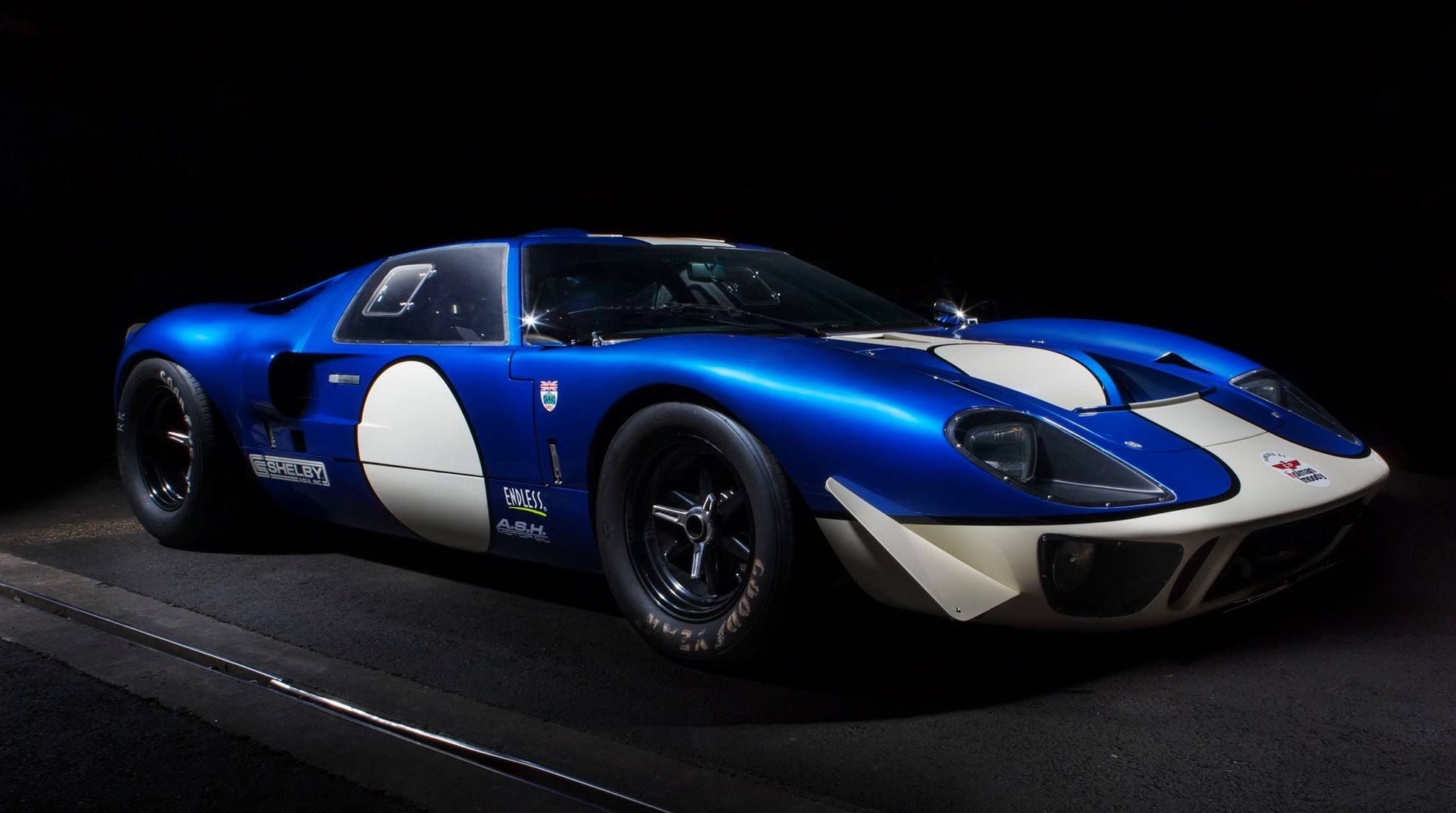 Gt40 Vs Cobra Track Battle Videos Superformance Brings American Racecar Glory Global Via Shelby Asia Car Revs Daily Com Ford Gt40 Gt40 Vintage Sports Cars