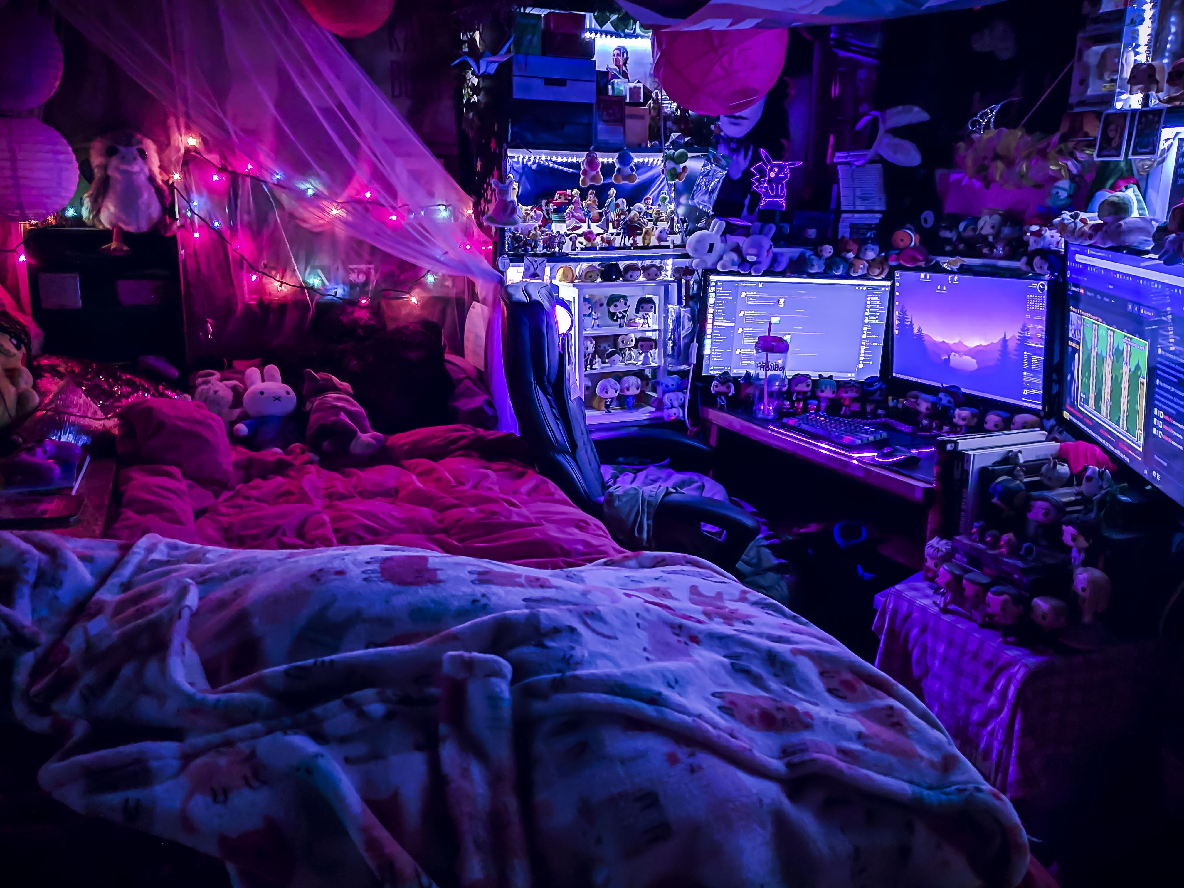 Bedroom battlestation