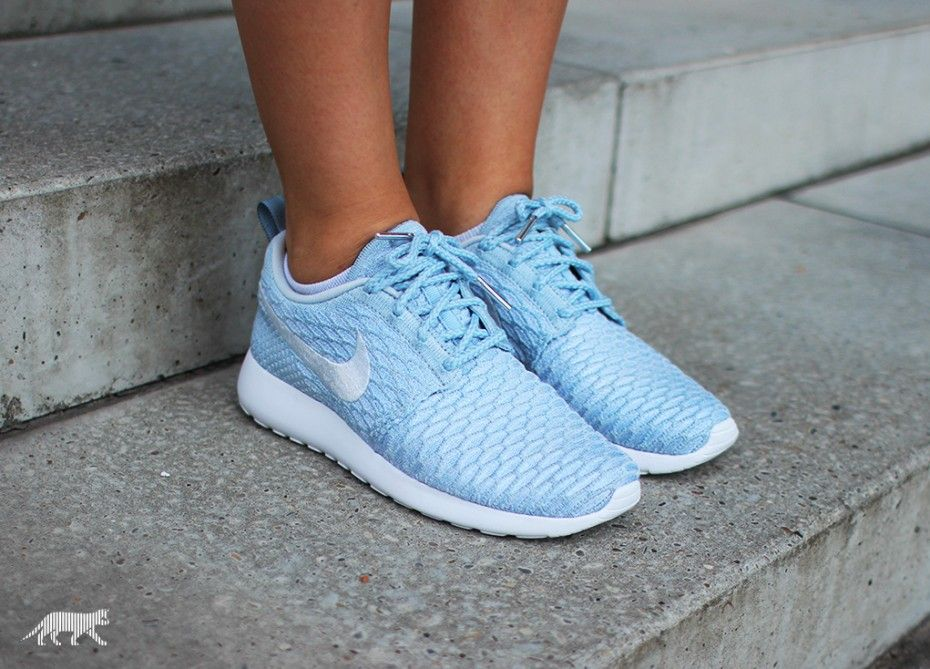 low priced e82e3 cd569 Nike Wmns Roshe Run Flyknit (Light Armory Blue   Pure Platinum - White)