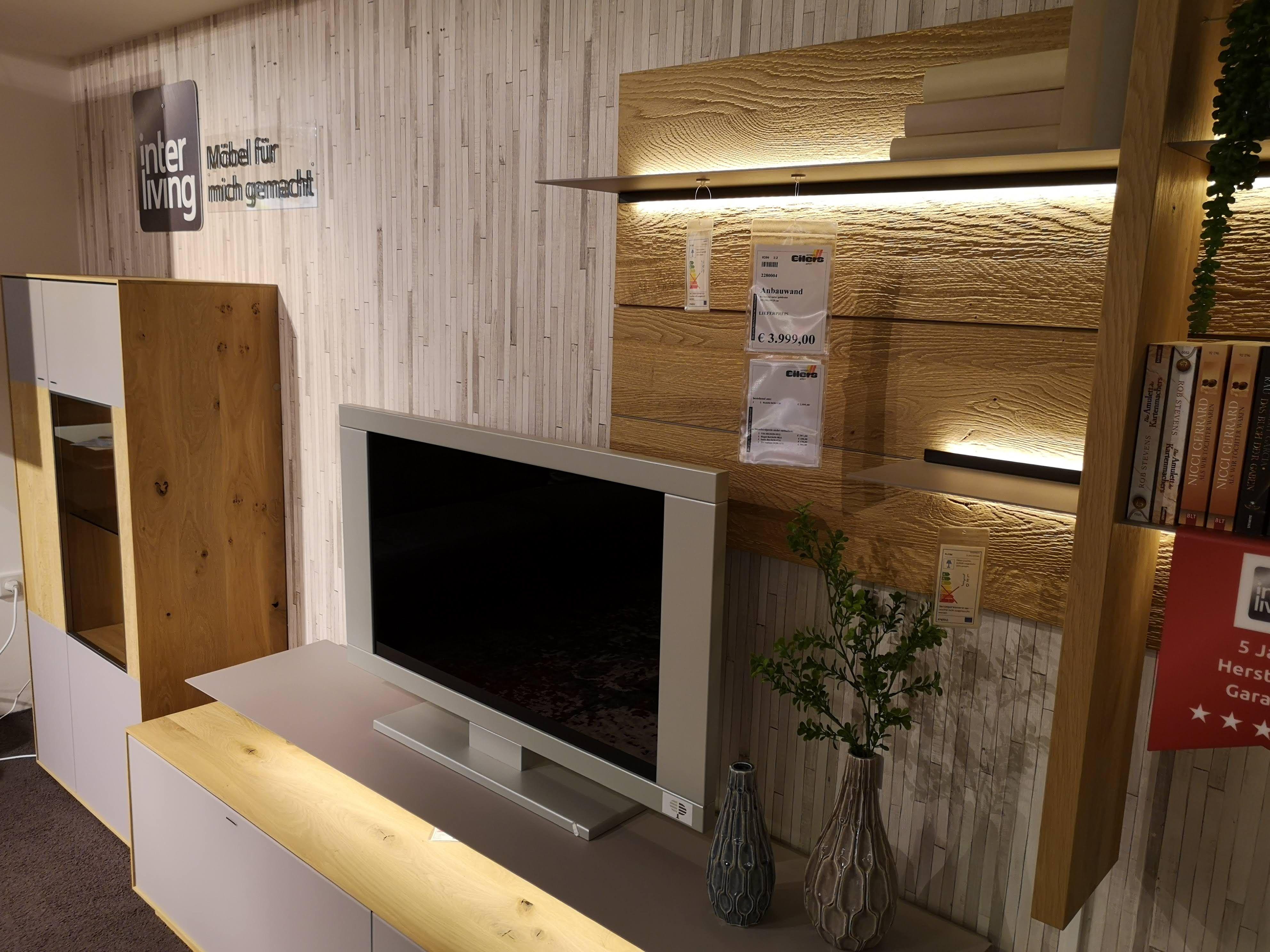 die interliving wohnzimmer serie 2001 bringt mit der kombination von hochwertigem kerneiche massivholz und naturgrauem