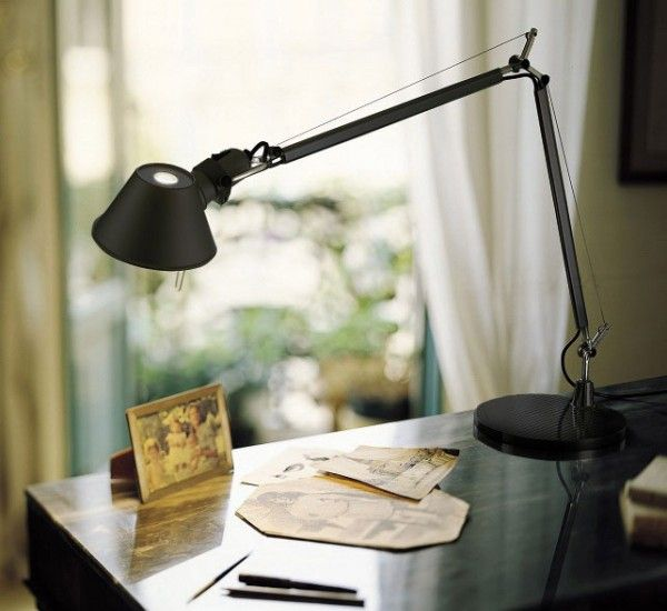 Tolomeo Mini is a table lamp by Michele De Lucchi for