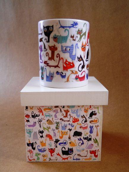 caixa de mdf 12 x 12 decorada com gato com a caneca combinando. R$ 45,00