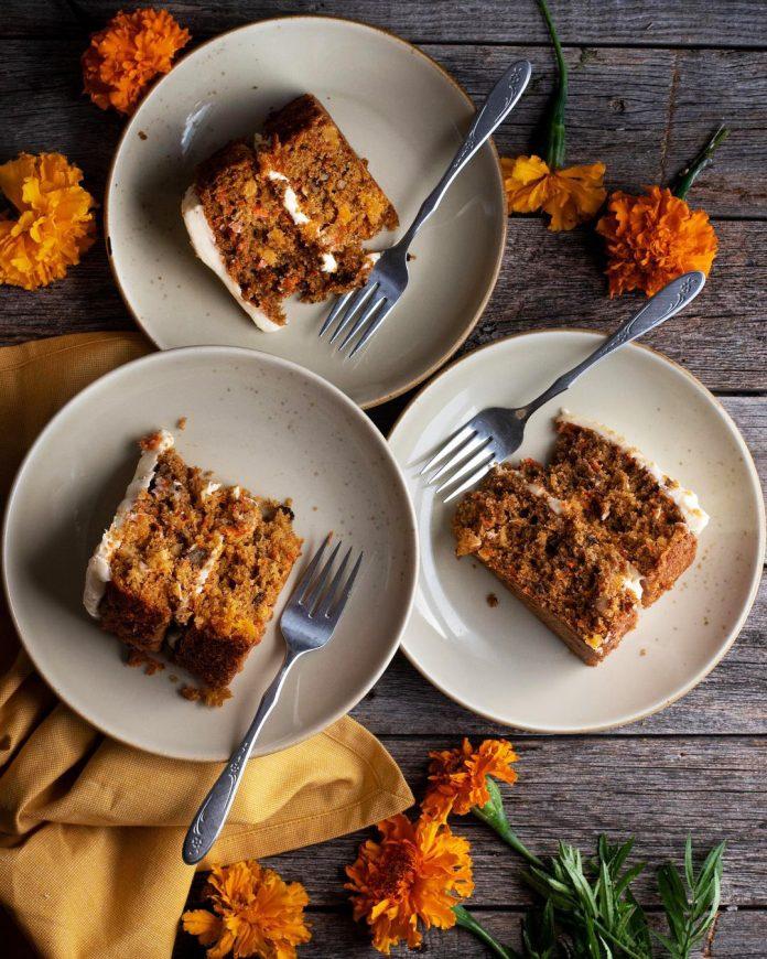 طرز تهیه کیک هویج و دارچین عالی و خوشمزه با دستور پخت مخصوص Recipe Cinnamon Cake Recipes Recipes Cinnamon Cake