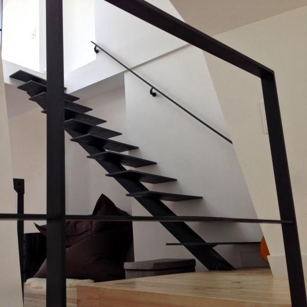 escalier m tallique droit limon et marches en acier patin architecture et d coration. Black Bedroom Furniture Sets. Home Design Ideas